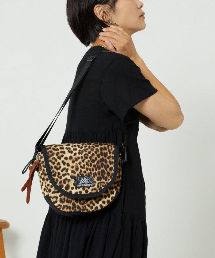型止Laughing Shoulder Bag