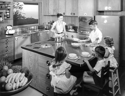 3300-scanfamily-in-kitchen.jpg-nggid0266-ngg0dyn-943x725-00f0w010c010r110f110r010t010.jpg